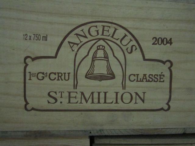 12 bouteilles CHÂTEAU ANGELUS 2004 1er GCC (A) Saint Emilion Caisse bois d'origine