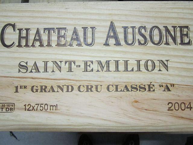 12 bouteilles CHÂTEAU AUSONE 2004 1er GCC (A) Saint Emilion Caisse bois d'origine Cerclée