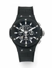 HUBLOT BIG BANG AERO BANG BLACK MAGIC, vers 2012 Beau chronographe bracelet en céramique noire et titane. Boîtier rond. Fond sap...