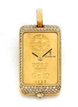 CORUM LINGOT, n° 4032, vers 1980 Rare et beau pendentif en or 18K (750). Boîtier rectangle serti de diamants. Couronne de remont...