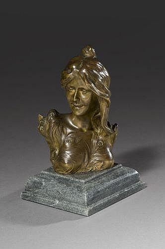 D'après Léopold Savine Paris, 1861 - 1934 Femme aux plumes de paon Bronze à patine dorée,