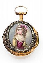 ABRAHAM COLOMBY N° 9859 Montre à coq à double boîte en or. Boîtier rond. Dos émaillé à décor d'une jeune femme. Cadran émail bla...