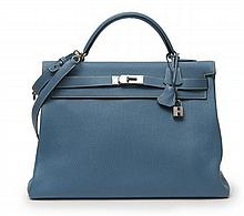 HERMÈS 2005  Sac KELLY 40 cm Veau taurillon Clémence bleu jean Garniture métal argenté palladié  40 cm KELLY bag Ble...