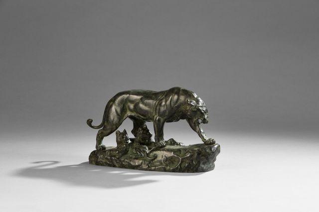Charles VALTON (1851-1918) Lionne et lionceaux Bronze à patine brune