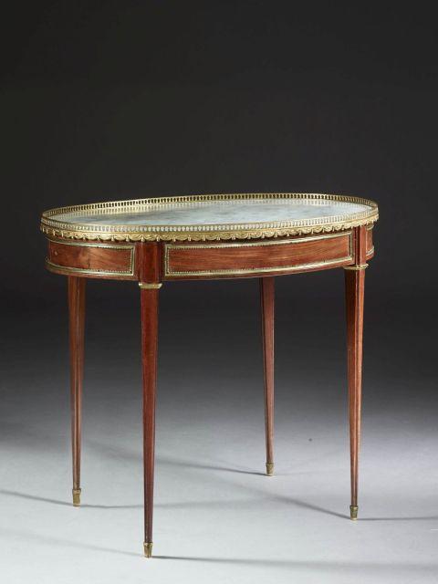 table de salon de style louis xvi. Black Bedroom Furniture Sets. Home Design Ideas