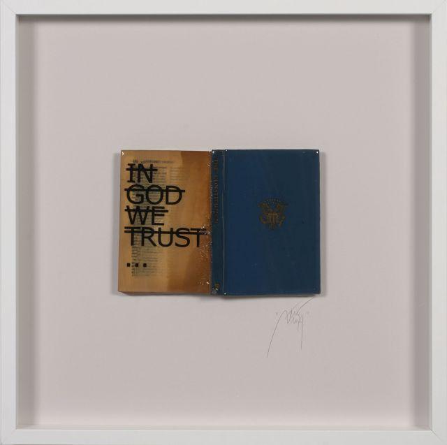 ¤ RERO Français - Né en 1983 Sans titre (In god we trust) - 2014 Livre, résine et lettres vinyles