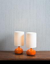 Jacques & Dani RUELLAND (1926 - 2008) et (1933 - 2010) Paire de petites lampes - circa 1960 Céramique émaillée orange