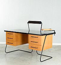 ¤ Jean ROYERE (1902-1981) Bureau - 1950 Chêne et placage de chêne, métal laqué et stratifié noir