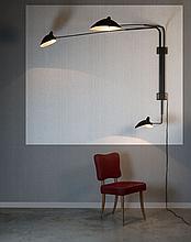 ¤ Serge MOUILLE (1922 - 1988) Applique à trois bras pivotants - 1954 Structure en tube d'acier cintré laqué noir, réflecteurs en tôle.