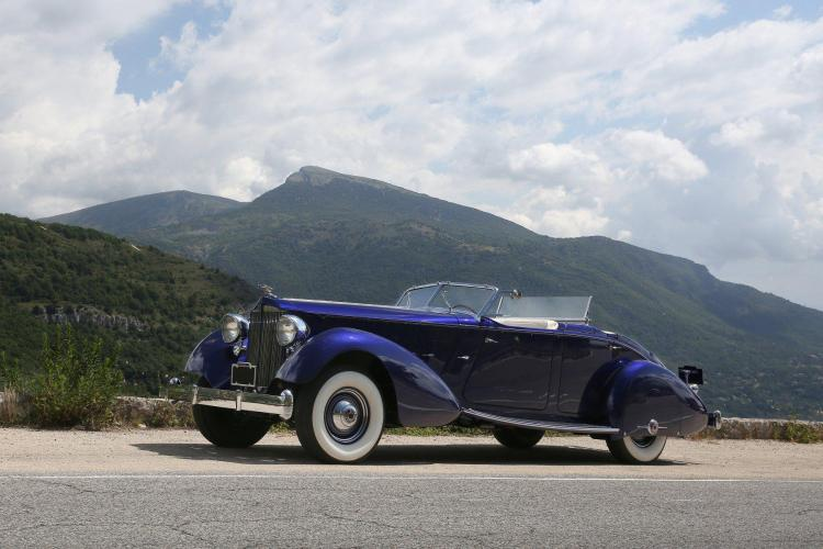 1937 Packard Twelve torpédo double phaéton style LeBaron