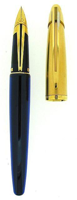WATERMAN Stylo plume Edson, corps en résine bleue, capuchon plaqué or mat, clip brillant, plume or 18 carats moyenne. Dans son écr.....
