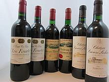 11 bouteilles 1 bt : CHÂTEAU PAVIE 1983 1er GCC (B) Saint Emilion (étiquette légèrement tachée)
