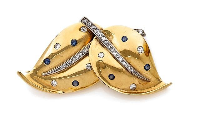 A SAPPHIRE, DIAMOND, 9K YELLOW GOLD AND PLATINUM BROOCH