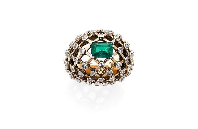 A DIAMOND, EMERALD, YELLOW GOLD AND PLATINUM RING, BY MAUBOUSSIN