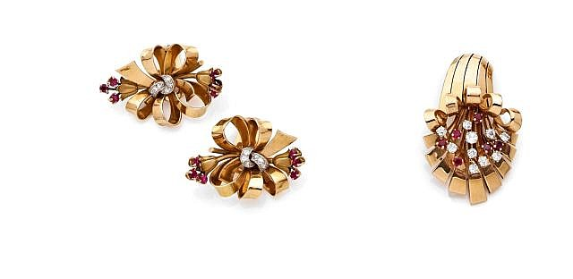 A DIAMOND, RUBY AND YELLOW GOLD BROOCH AND EARRINGS
