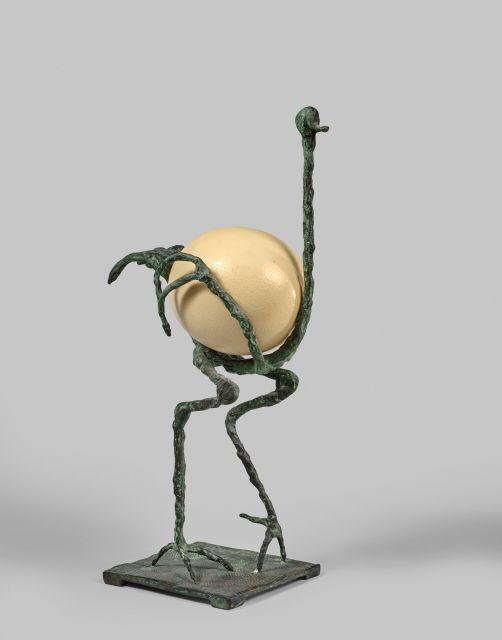 Diego GIACOMETTI 1902 - 1985 L''autruche Bronze à patine vert antique, oeuf d''autruche