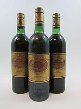 12 bouteilles 5 bts : CHÂTEAU BATAILLEY 1980 5è GC Pauillac (légèrement bas)