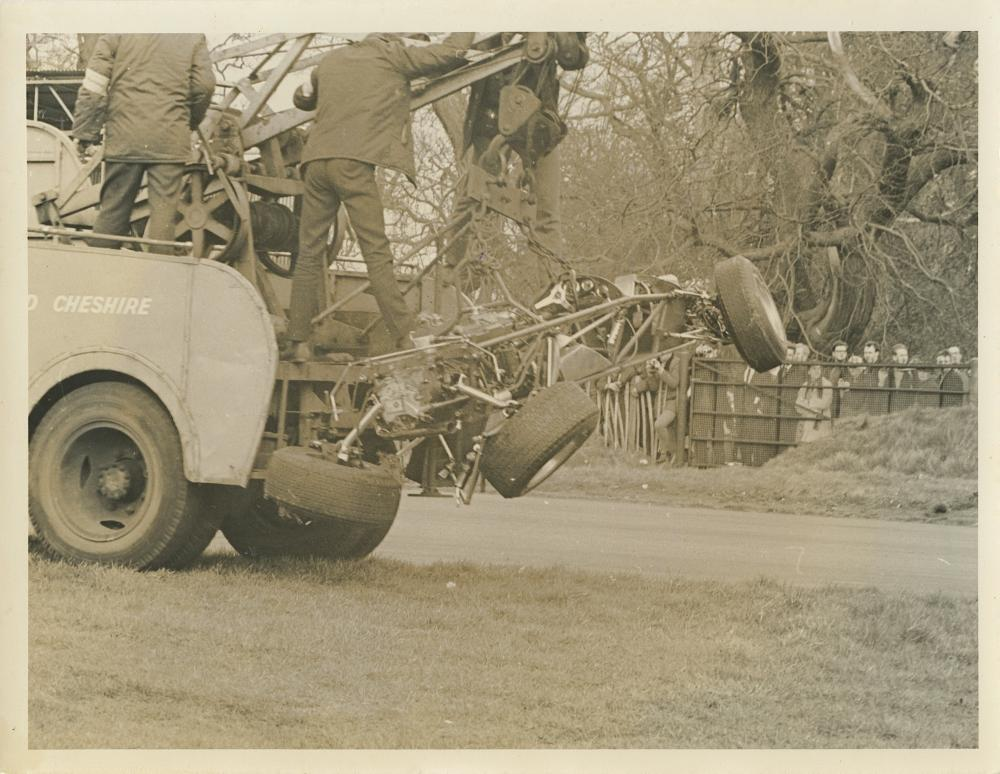 Vintage 1947 Press Photo Car Racing Crash