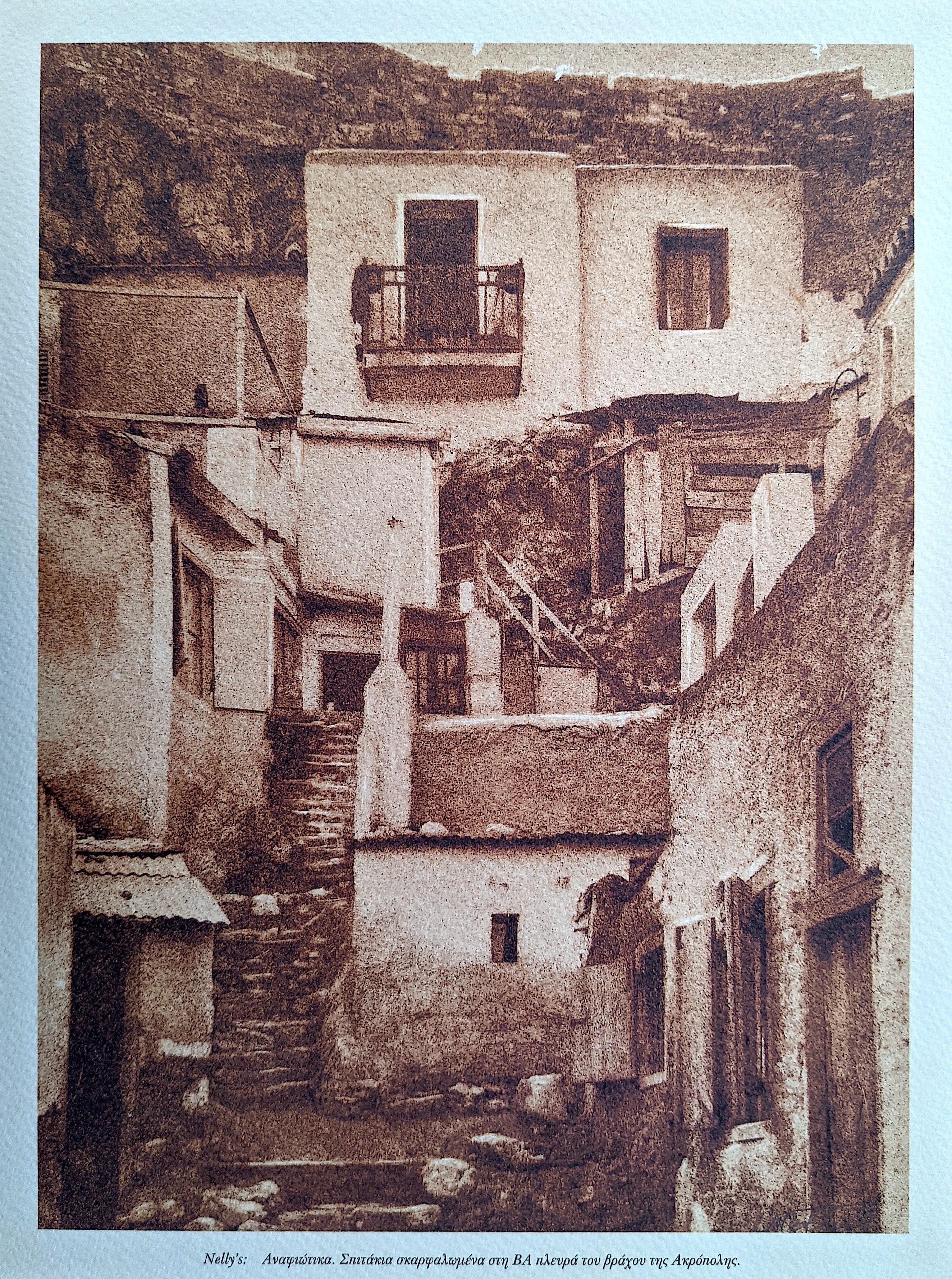 NELLY SOUYOULTZOGLOU-SERAIDARI Small Houses Clinging