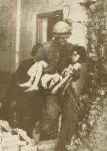 ASSOCIATED PRESS Photo, American Marine evacuated Vietnamese, 1968