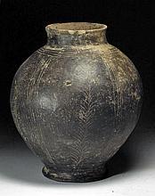 Large Etruscan Bucchero Olla