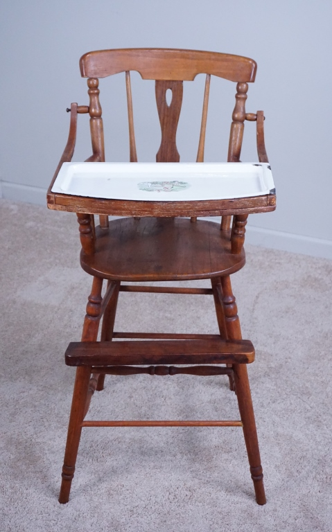 Lot 4: ANTIQUE WOOD HIGH CHAIR WITH ENAMEL TRAY - ANTIQUE WOOD HIGH CHAIR WITH ENAMEL TRAY