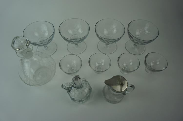 11pcs ASSORTED VINTAGE GLASSWARE