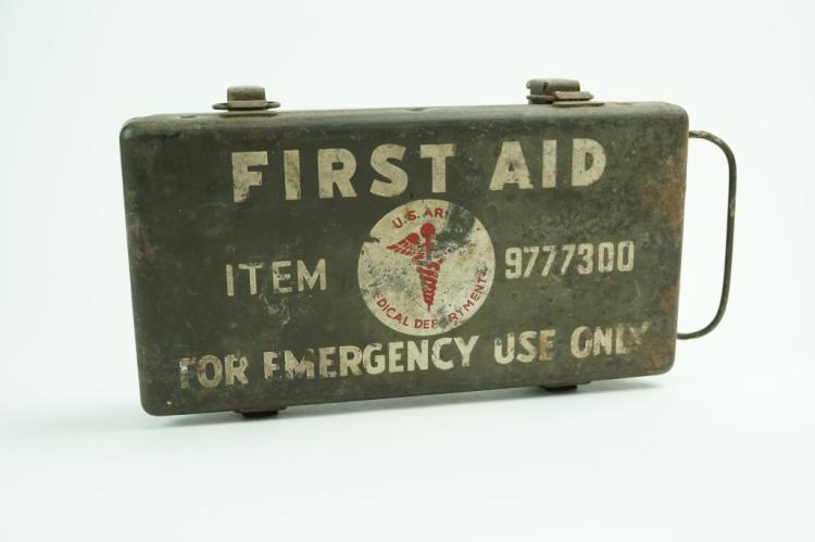 WWII US VEHICLE MOUNT FIRST AID KIT
