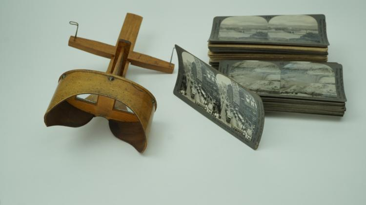 (58) STEREO CARDS WITH STEREO VIEWER
