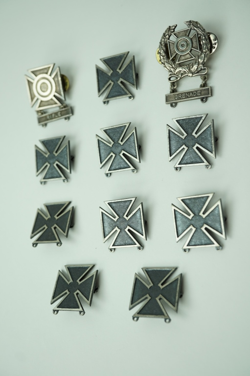(11) STERLING US MILITARY QUALIFICATION PINS