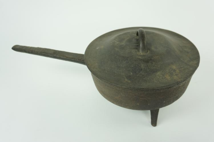 ANTIQUE CAST IRON SPIDER SKILLET WITH LID