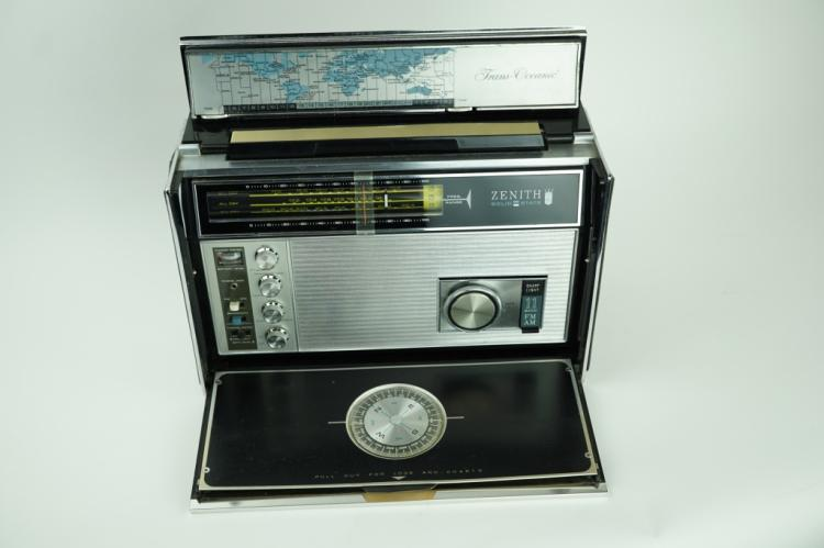 VINTAGE ZENITH TRANSOCEANIC RADIO ROYAL D 7000 Y