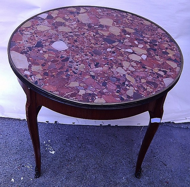 Runder beistelltisch mit marmorplatte mahagoni h he 45cm for Runder beistelltisch