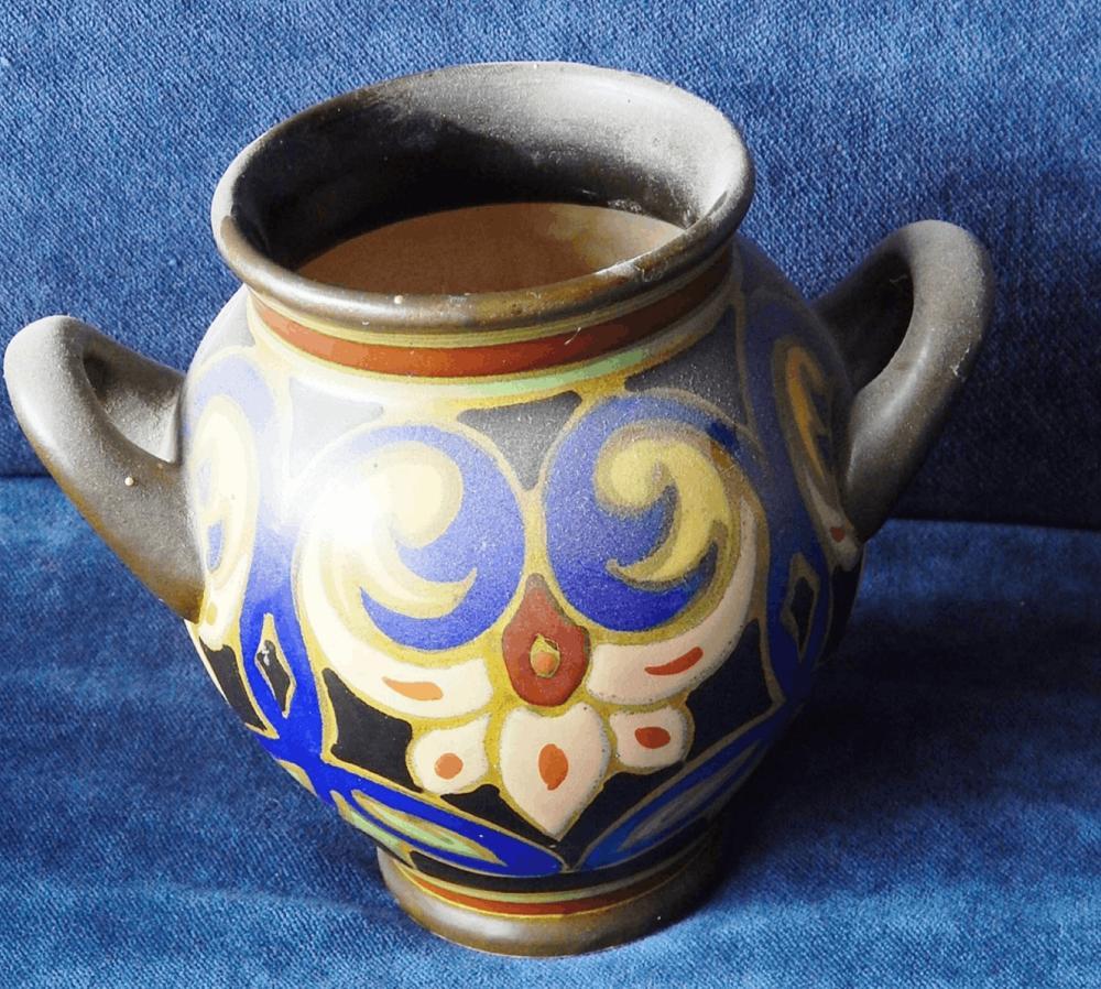 Henkelgefäss,Keramik,bodenseitig bezeichnet 1948-Laric-Gouda,Holland-1696,leicht bestossen,Höhe ca.13,5cm