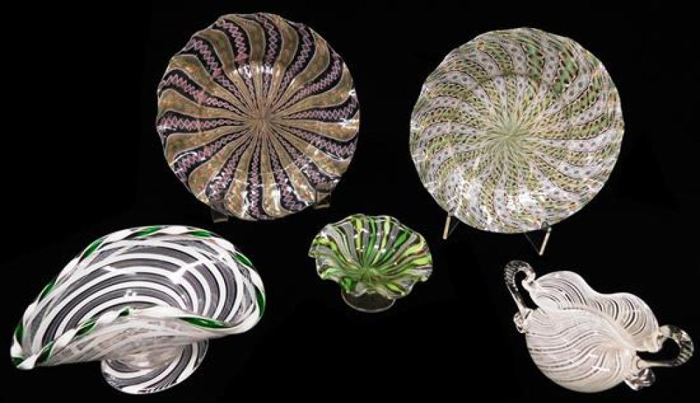 ART GLASS: Five pieces of Venetian glass with latticino decoration, Italian, 20th C., including: two plates with with gold aventurin...