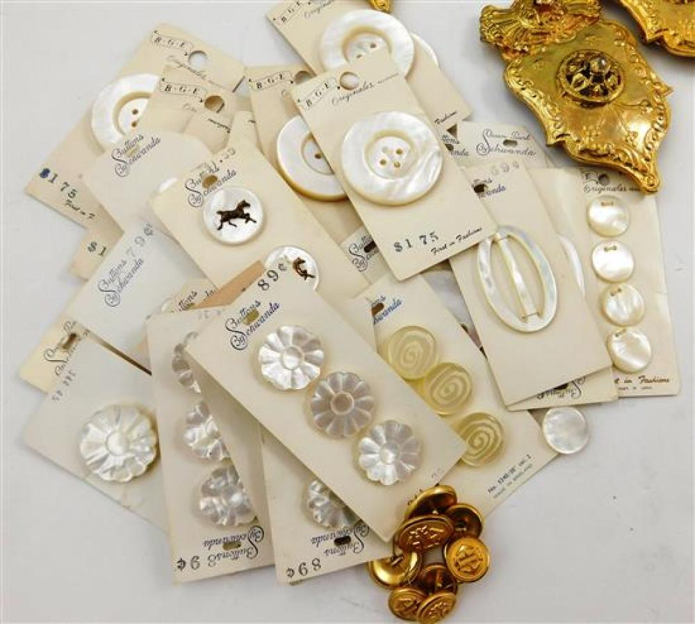 Vintage accessories, textile embellishments along with four small purses, including variety of buttons (most mother-of-pearl type),...