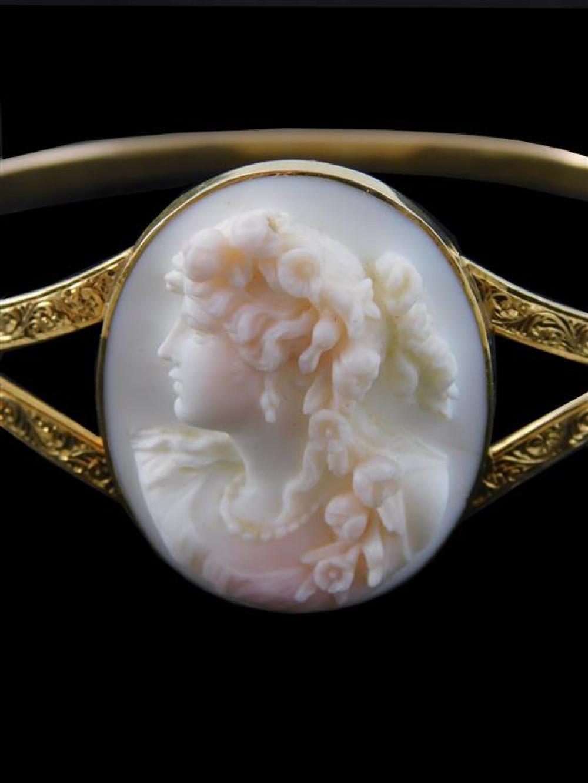 JEWELRY: 14K gold cameo bangle bracelet, tested 14K yellow gold bracelet, split on sides with hand engraved design, bezel setting se...