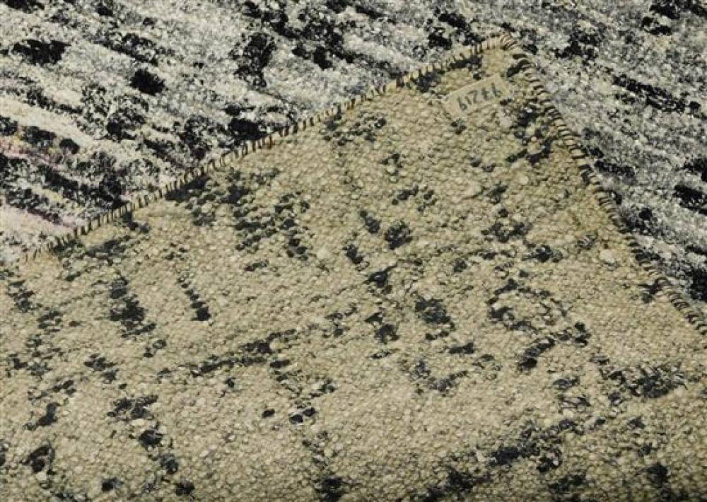 RUG: Contemporary Sari Silk carpet, 5' 10
