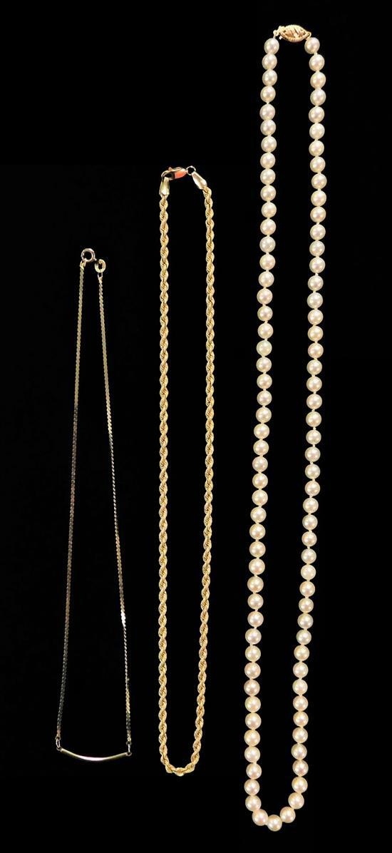 JEWELRY: Three 14K pieces including a chain, cultured pearl necklace and necklace with curved bar, details include: spiral chain wit...