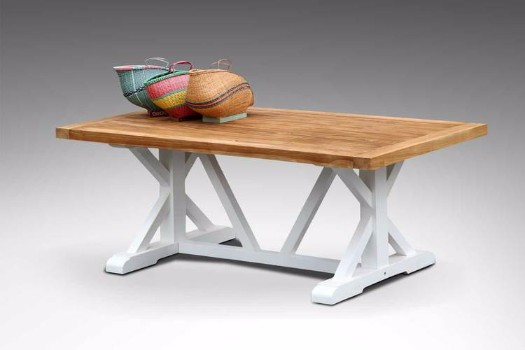 Cross legs dining table