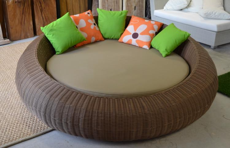 Circular daybed/lounger