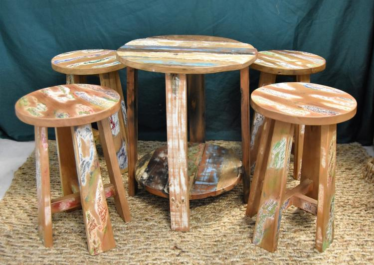 Nantucket shabby chic table and stools