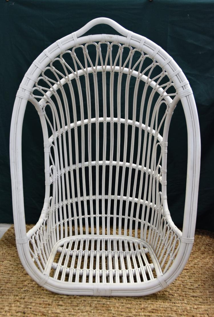 Hanging wicker basket chair