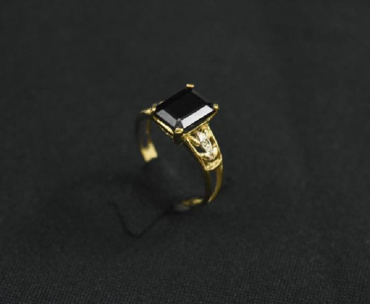 10 k gold ring with sapphire