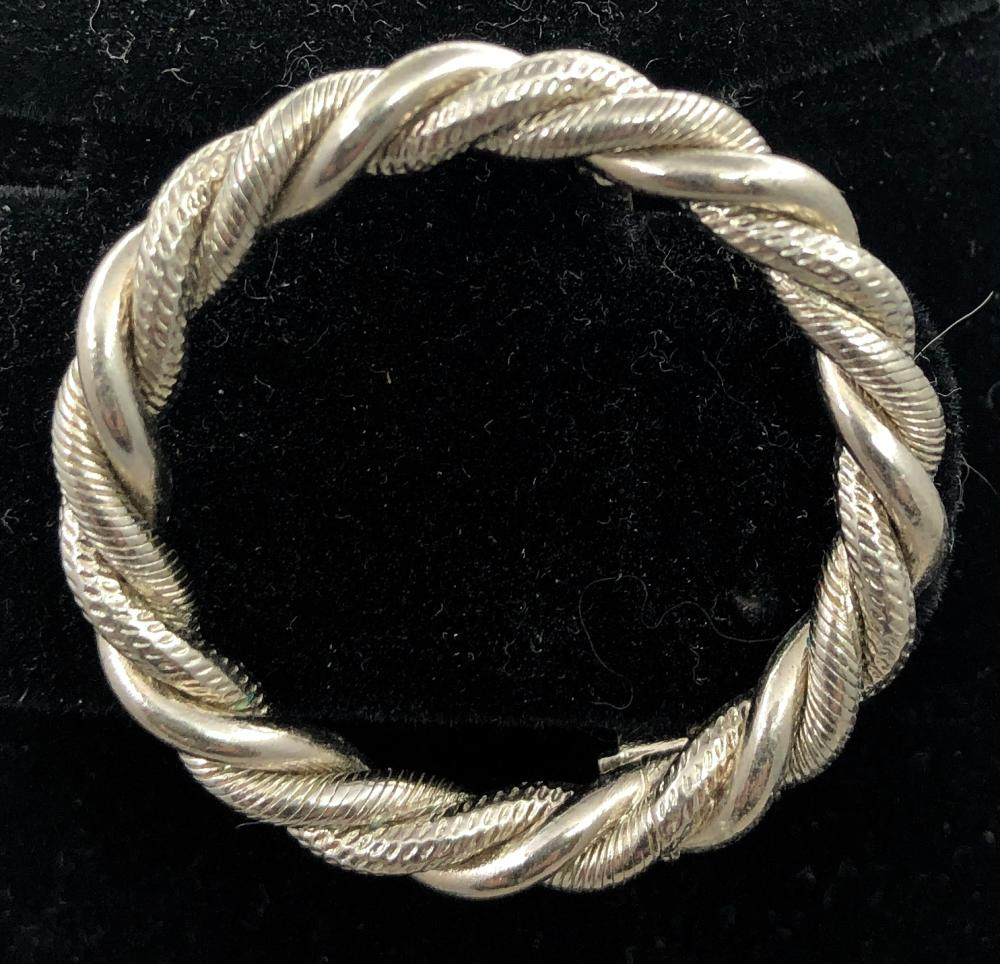 Circle Rope Broach