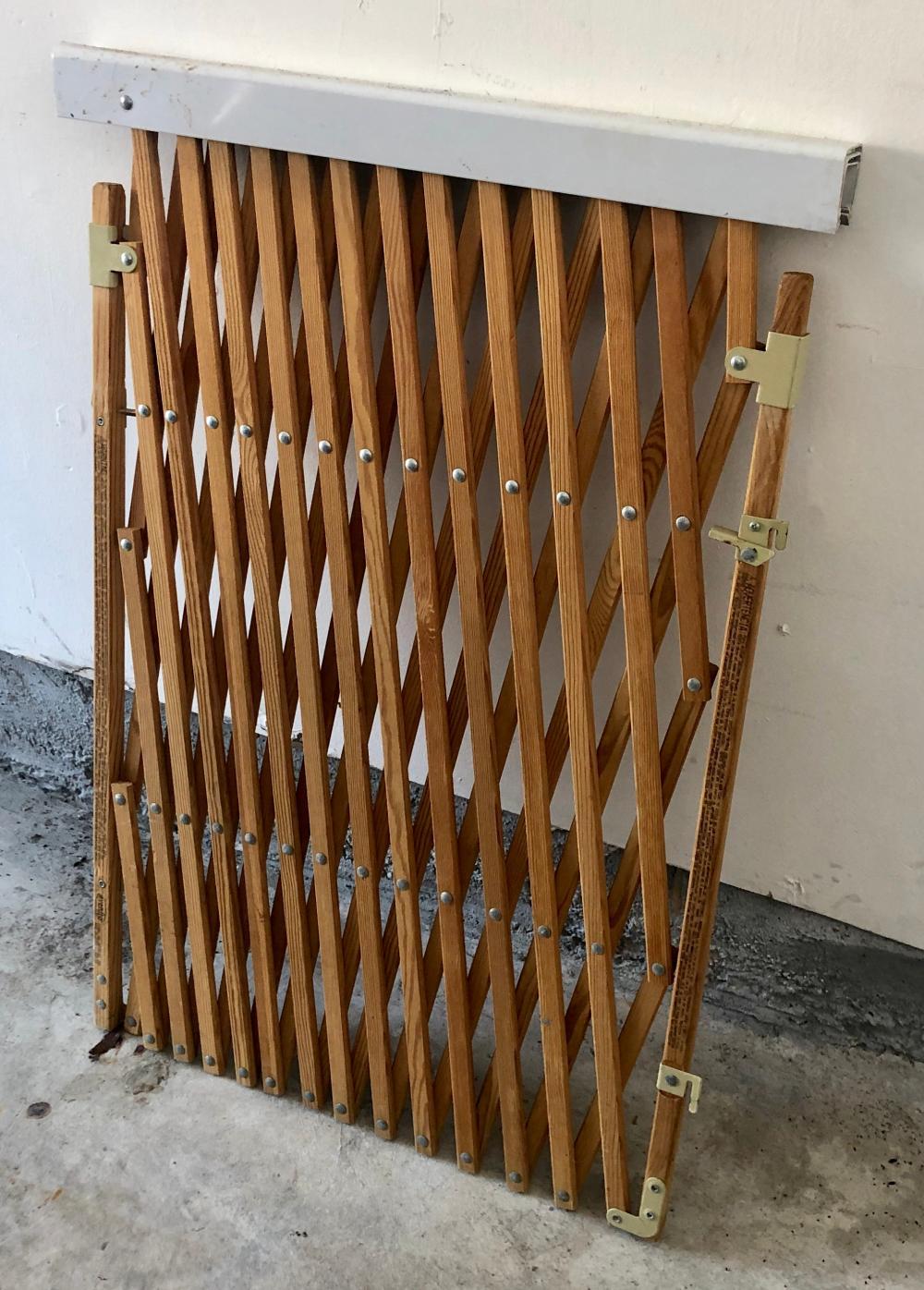 Lot 230: Wooden Gate