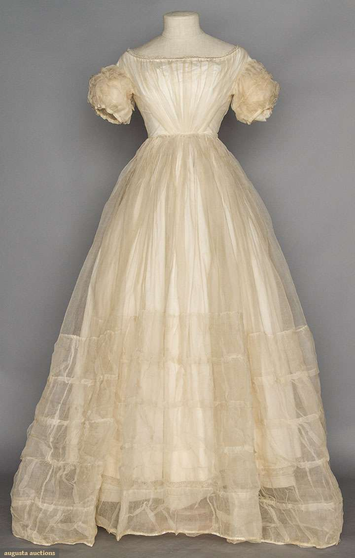 WHITE ORGANDY BALL GOWN WEDDING GOWN 1850s