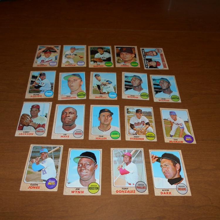 19 1968 Topps Baseball Cards Niekro, Wynn, Dark, Piniella RC