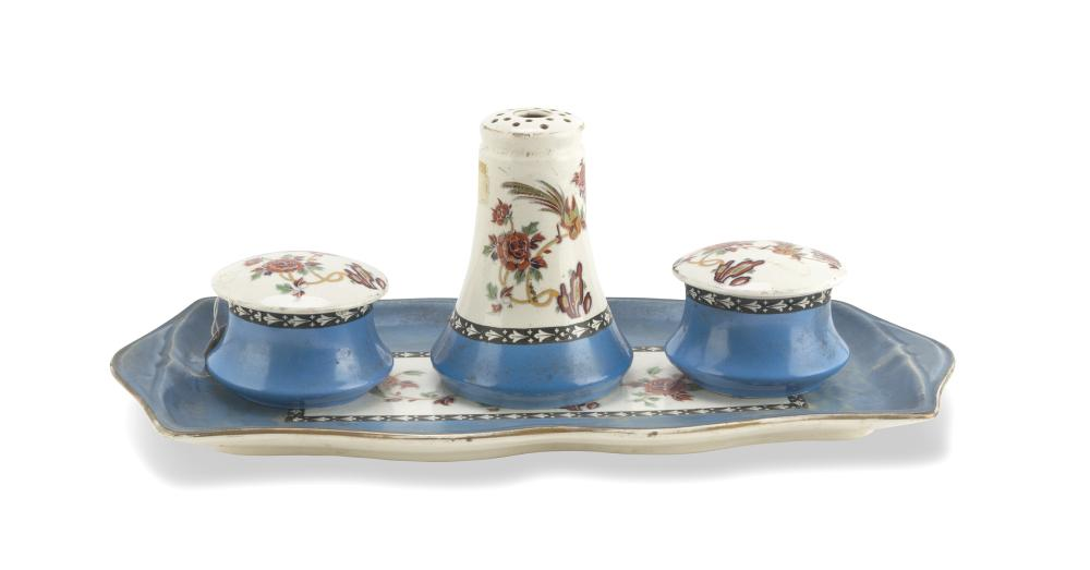 TOILET SET IN PORCELAIN, LATE 19TH CENTURY