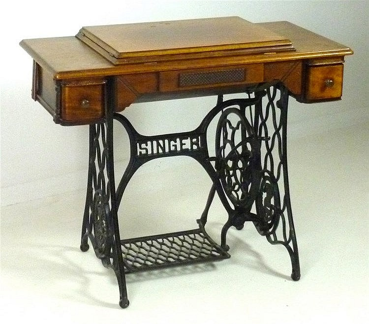 A Singer Sewing Machine Circa 40 Model 40K On Mahogany Impressive Sewing Machine Treadle Base